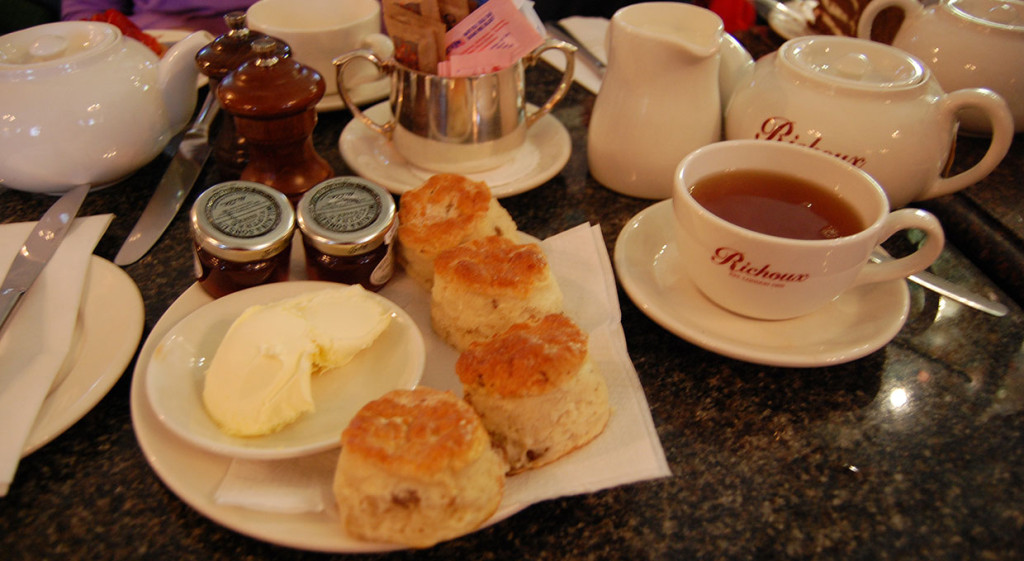 scones-with-tea