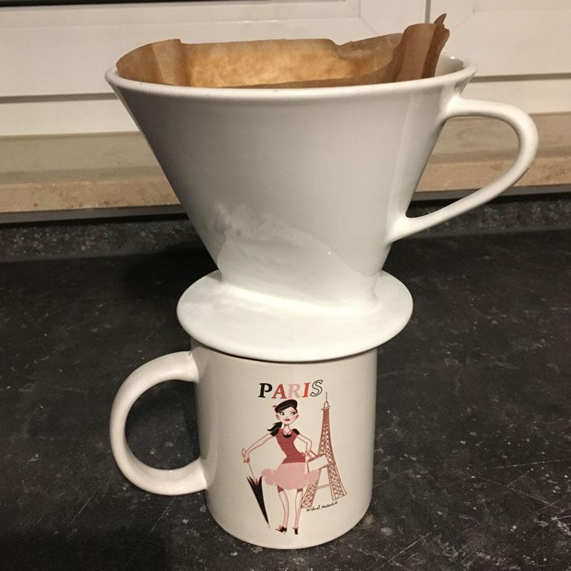 Tasse mit Porzellan-Kaffeefilter