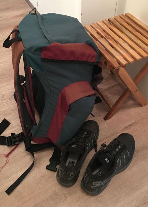 Rucksack und Trekkingschuhe