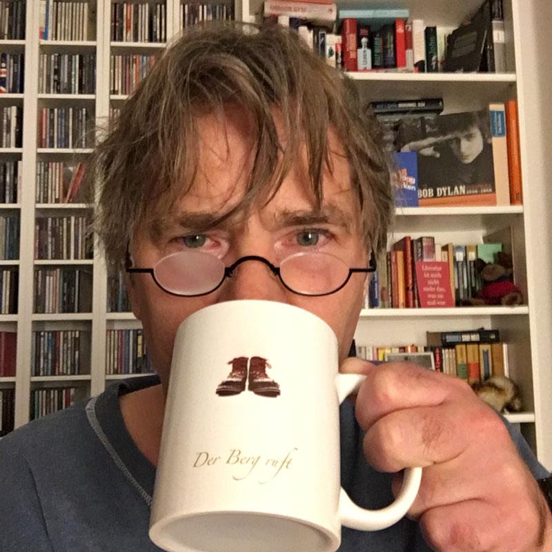 Jens mit Kaffeetasse
